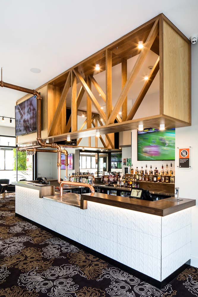 Kings park tavern - Bar area with wood work and carpeting 2